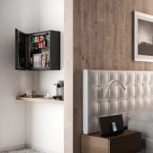 Minibar parede hotel silencioso com porta de vidro